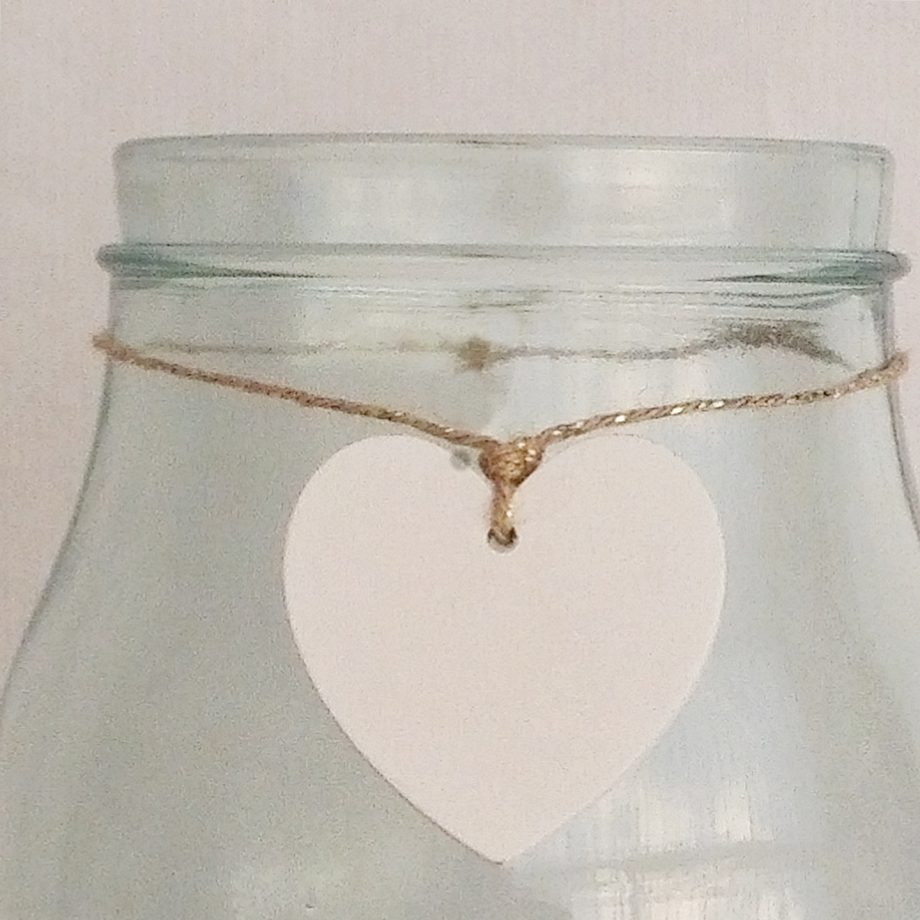 florero cristal con corazon blanco detalle 1440x1440
