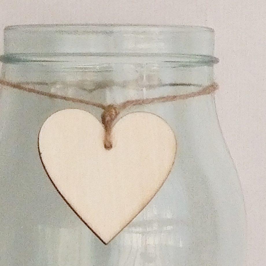 florero cristal con corazon madera detalle 1440x1440