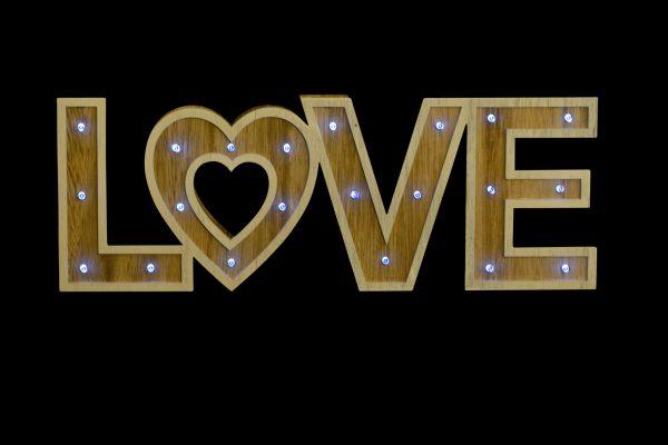 rotulo love noche 1942x1440