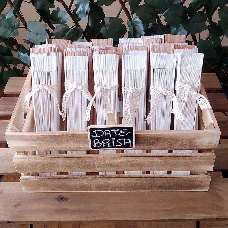 caja madera marron abanicos 1440x1440