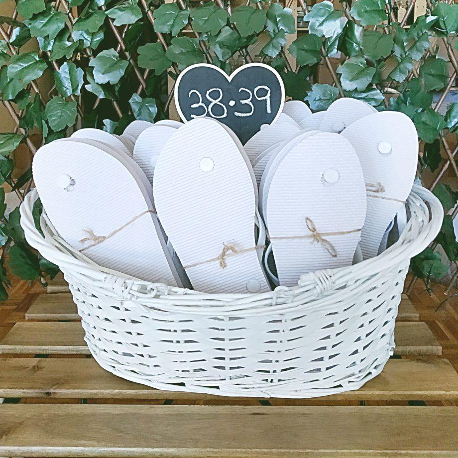 cesta mimbre blanca chanclas 1440x1440