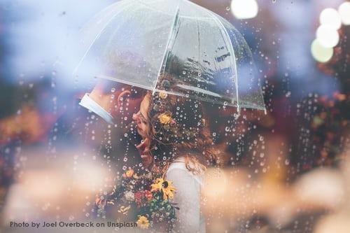 paraguas novios entorno
